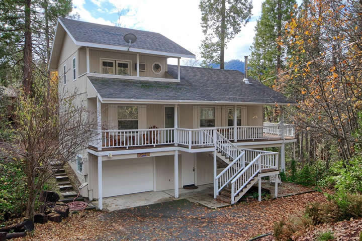 Willow Cove Bass Lake Home for Sale presented by Bass Lake Realty Image 001