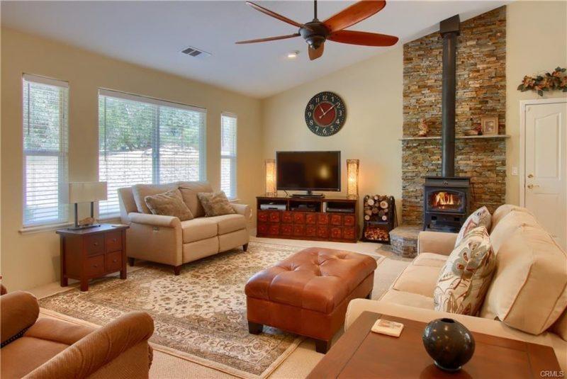 Warm Living Room Image 50145 FIVE OAKS LANE, OAKHURST, CA 93604 House for Sale Bass Lake Realty Listing 559967