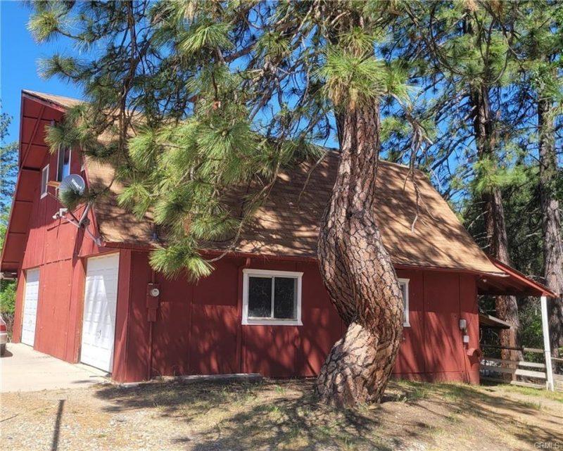 Image of the Red Barn at 34134 Wild Rose Lane, North Fork, CA, 93643. Bass Lake Realty.